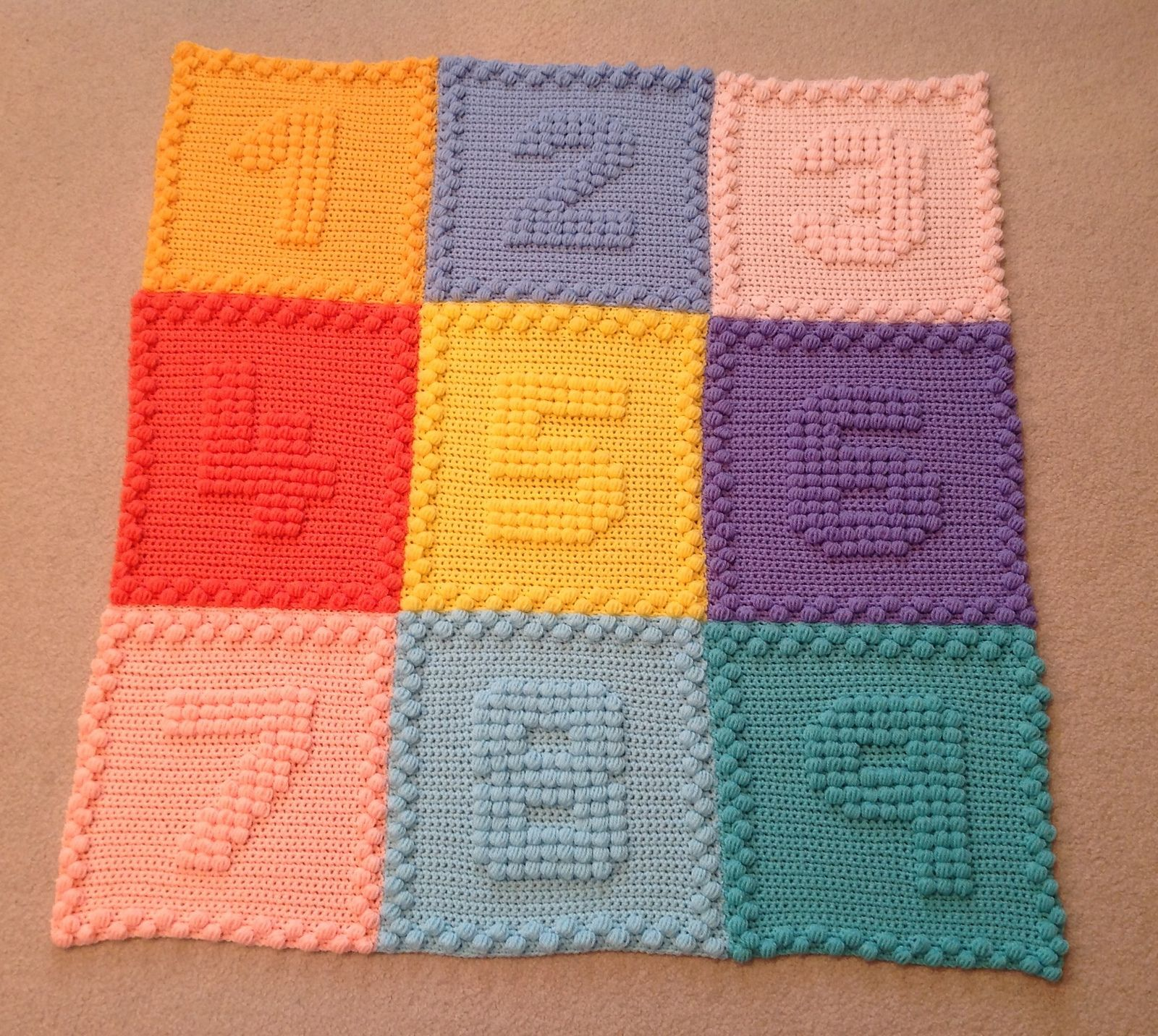 Numbers Motifs Baby Blanket pattern by Peach. Unicorn | Deckchen