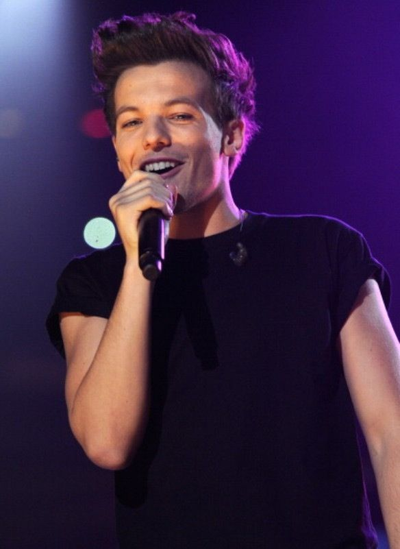 imagine him singing to you<3 i know i know i just made your day:) your welcome