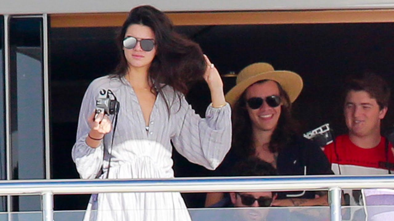 Harry Styles & Kendall Jenner Major PDA In St. Barts & Hang With Ellen D... I do not ship this -.-