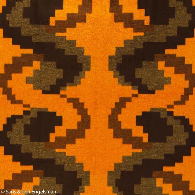 De ontwerpers van Vendex (V&D, merknaam deken Vendorama) waren hun tijd ver voor. Ze bedachten al in de 1970s dit motief van pixels. Materiaal: dralon.