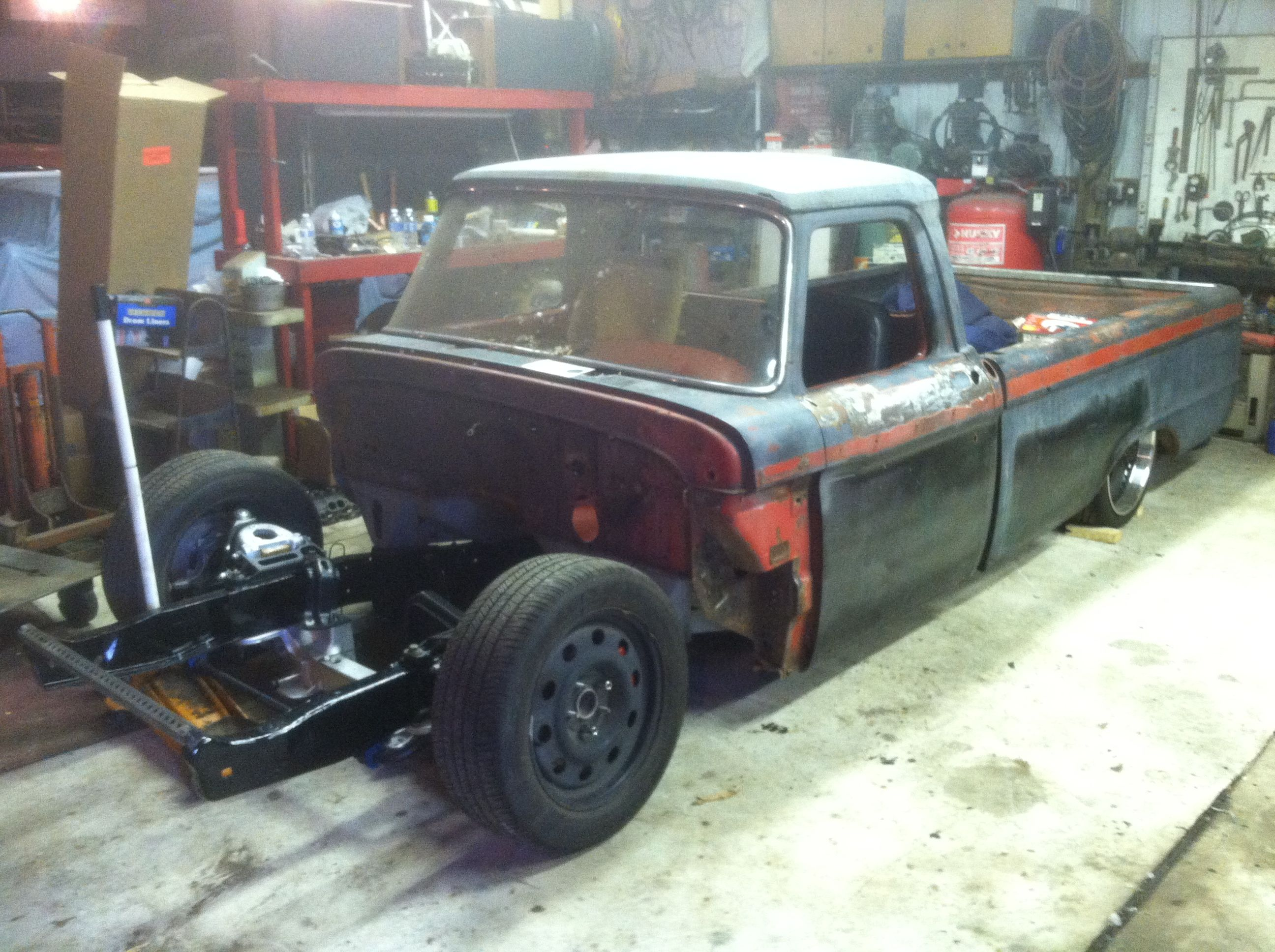 MistressKustoms 1965 F100 Crown Vic swap, Air ride and 16