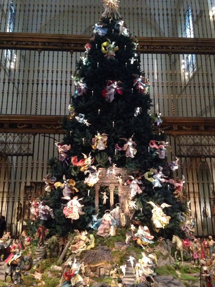 Christmas Tree At The Met It Should Come As No Surprise That The Tree At The Metropolitan Muse New York City Christmas Metropolitan Museum Of Art Nyc Holidays