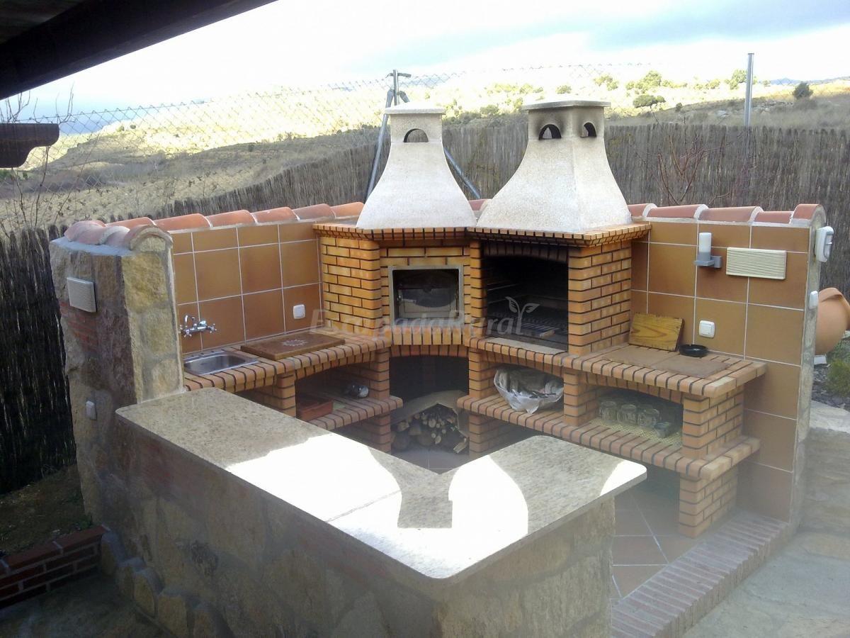 Barbacoa y horno exterior con barra y fregadero en la - Barbacoas y hornos ...