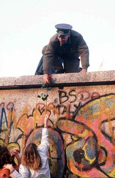Comment avez-vous vécu la chute du Mur de Berlin? #murdeberlin Comment avez-vous vécu la chute du Mur de Berlin? #murdeberlin Comment avez-vous vécu la chute du Mur de Berlin? #murdeberlin Comment avez-vous vécu la chute du Mur de Berlin? #murdeberlin