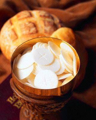 Communion In The Hand When Did It Start Communion Eucharist Eucharistic Adoration