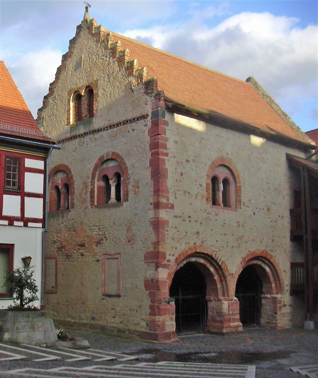 Il Seligenstadt 12th century house of the local ruler in seligenstadt germany with