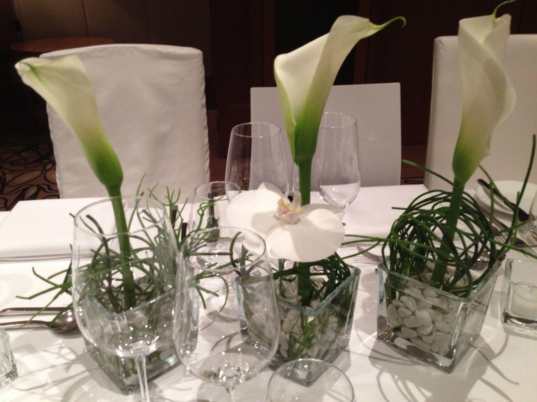 Callas und orchidee tischdekoration blumen und mehr for Tischdekoration hochzeit blumen