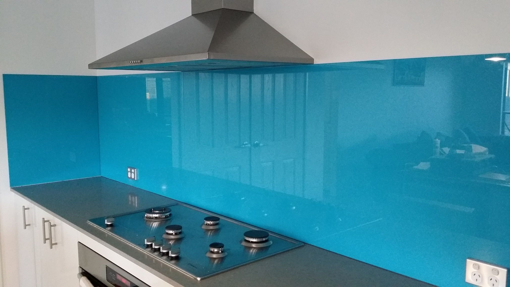blue glass kitchen splashback - Google Search | Owens | Pinterest ...