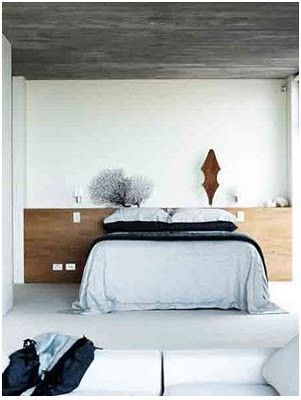 a window instead of the wall behind the bed: a solution for the bathroom?