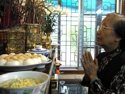Tiết hàn thực là ngày 3 tháng 3 Âm Lịch. Theo phong tục hiện tại người Việt mình sẽ làm bánh trôi bánh chay đế cúng khấn tổ tiên. Xem văn khấn cúng Tiết hàn thực. xem boi: http://boi.vn/ 12 cung hoang dao: http://boi.vn/12-cung-hoang-dao/ boi bai: http://boi.vn/boi-bai-tay/ phong thuy: http://boi.vn/phong-thuy/