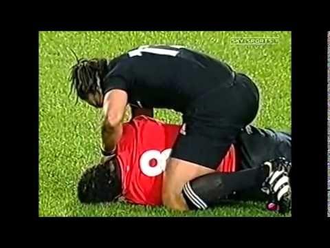 Tana Umaga Helps Colin Charvis Tana All Blacks Youtube