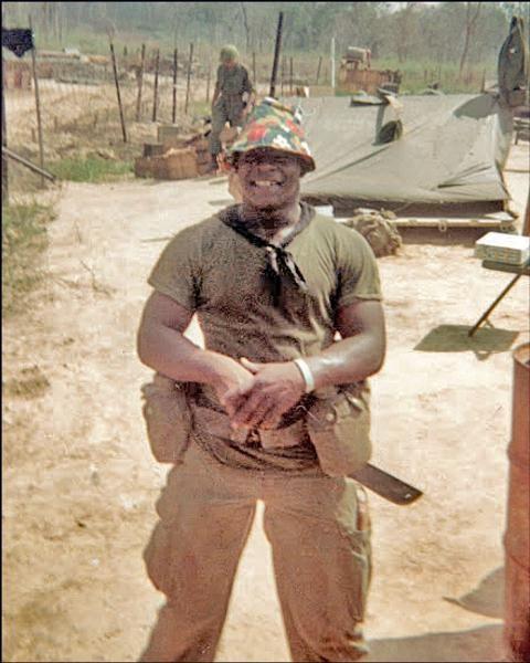 Virtual Vietnam Veterans Wall of Faces | VAN L RANDOLPH JR | ARMY