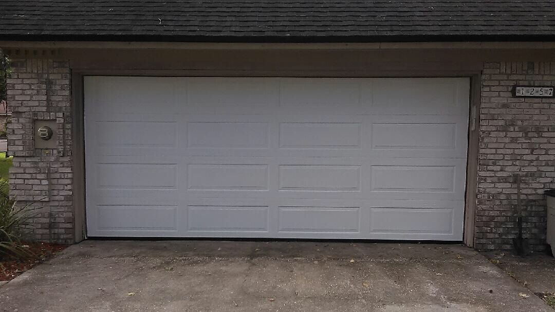 Haas 2570 Long Panel Garagedoor In White Installed In