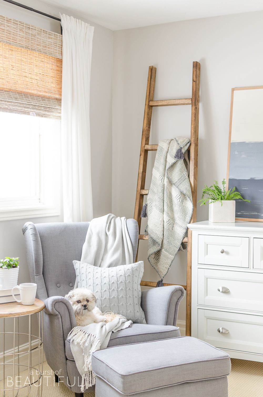 A Simple Diy Angled Blanket Ladder Adds A Touch Of Farmhouse Charm To This Cozy Bedroom