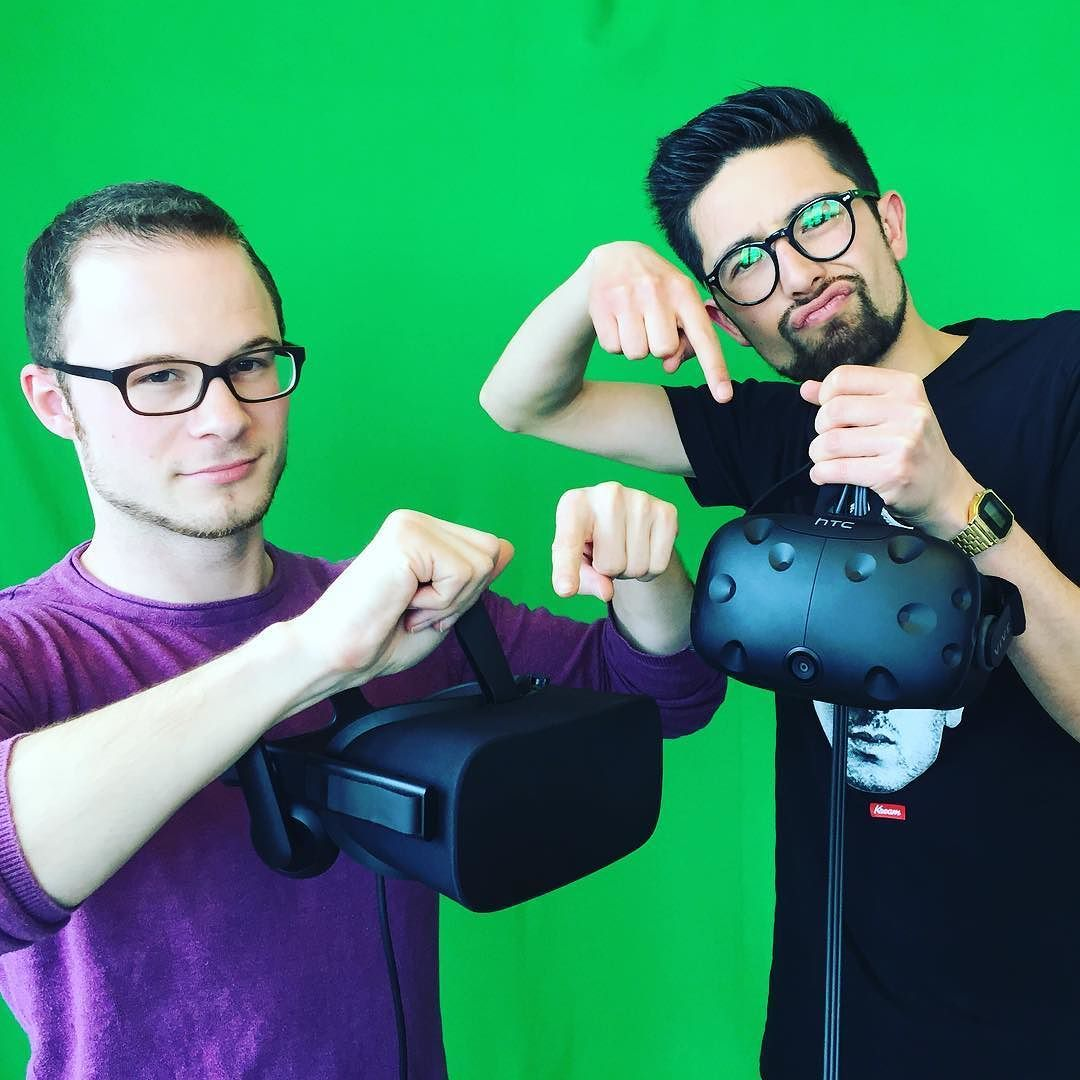 An awesome Virtual Reality pic! Welche ist besser? Unser Reporter @bresselstelle hat die beiden VR-Brillen Oculus Rift und HTC Vive mit VR-Experte Marc von @golem.de getestet #rtl2news #gaming #virtualreality #vr by rtl2news check us out: http://bit.ly/1KyLetq
