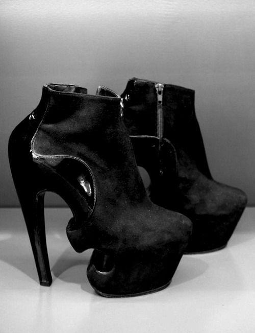 GUI1 † Y super tall amazing platform heels!