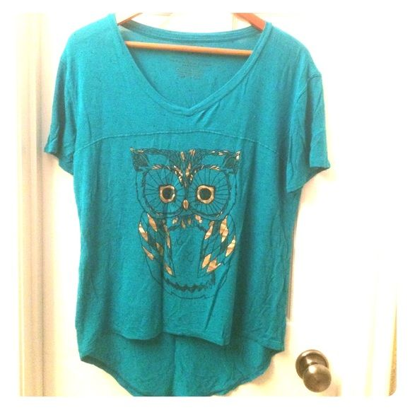 Owl tee shirt medium Green high low tee shirt with gold owl. Worn a few times. But in good condition. Tops Tees - Short Sleeve