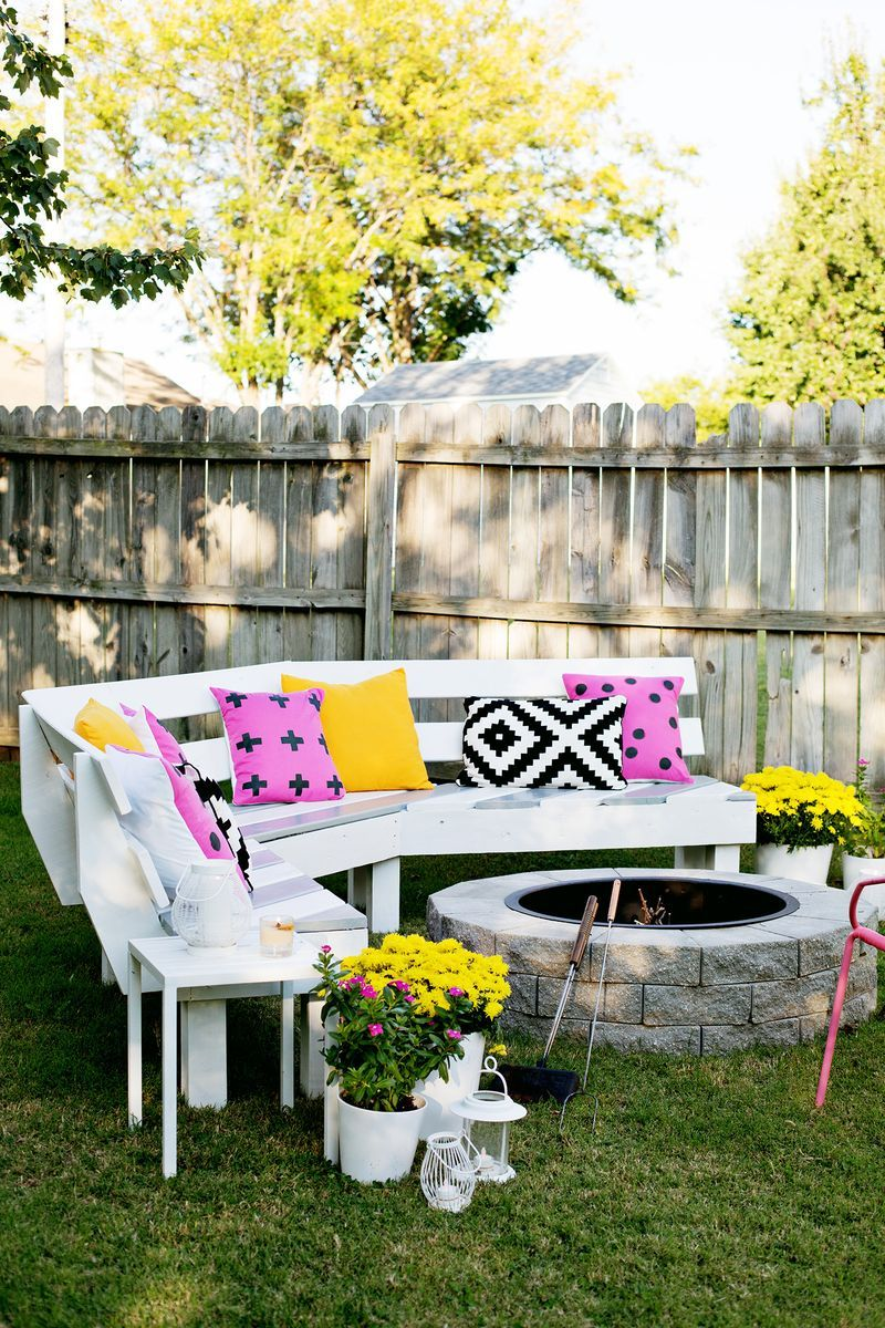 Build Your Own Curved Fire Pit Bench A Beautiful Mess Diy Garden Furniture Diy Outdoor Furniture Backyard Diy Projects