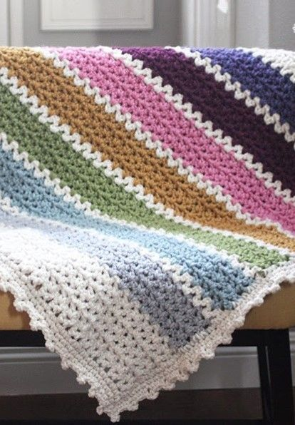 Free Pattern] This Quick And Easy Chunky Crochet V-Stitch Afghan ...