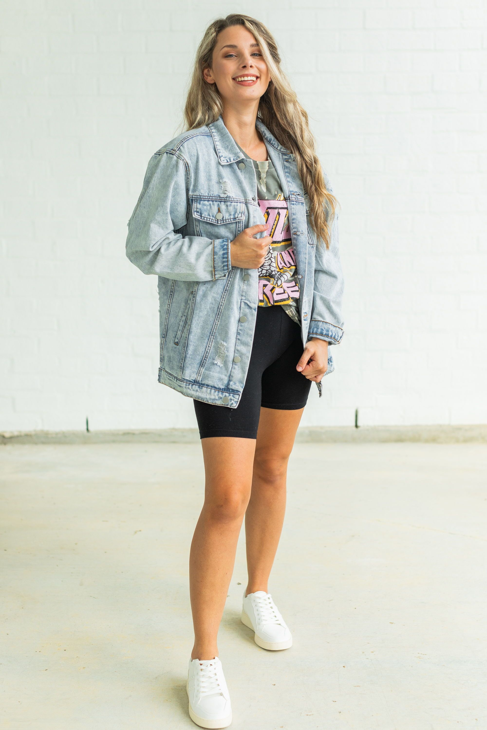 Oversized Jean Jacket Biker Shorts Outfit Oversized T Shirt Model Off Duty Effortlessly Chic Outfits Clothes Everyday Outfits [ 3000 x 2000 Pixel ]