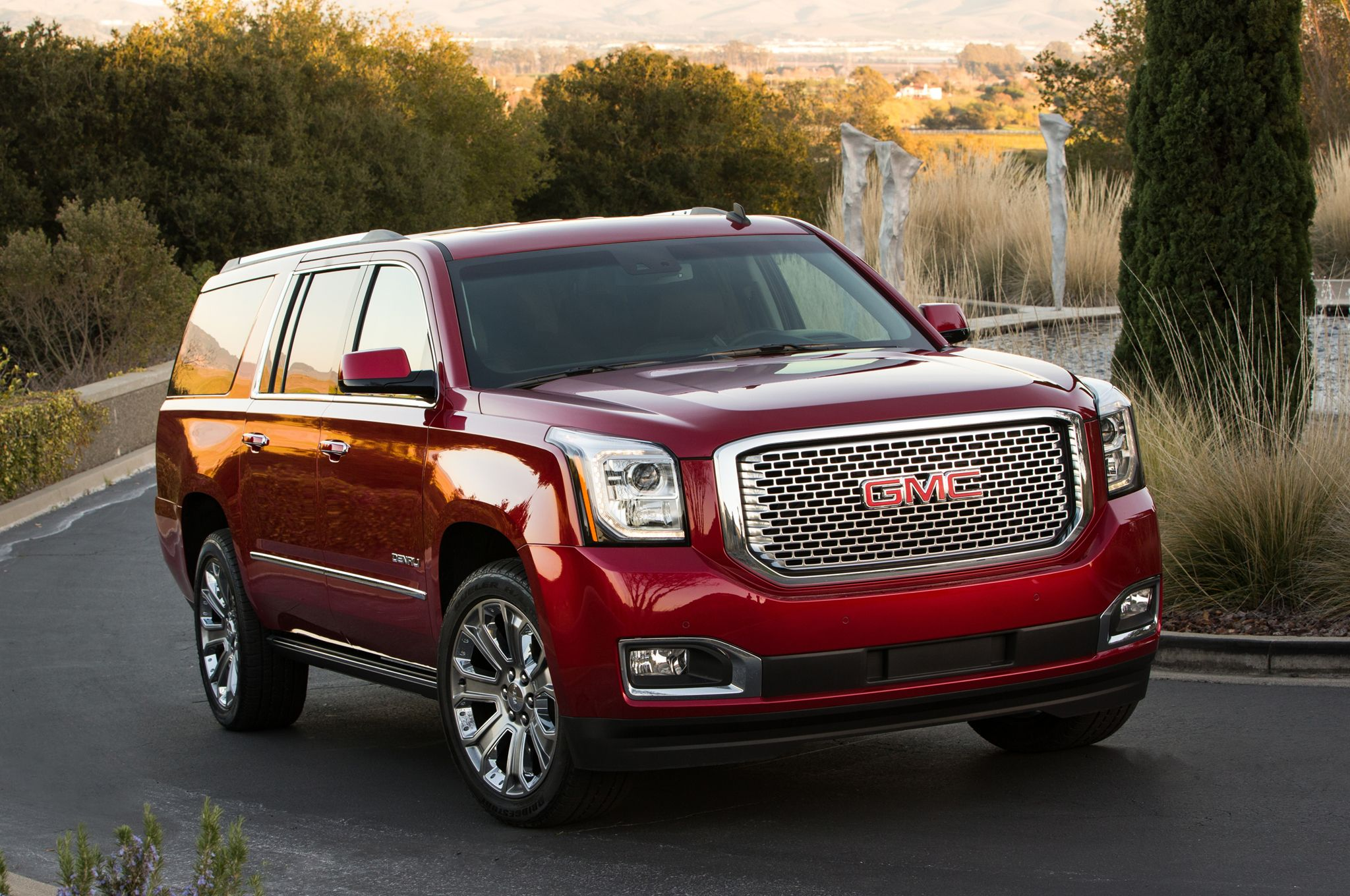 2015 gmc yukon xl denali front three quarters 2 048—1 360 pixels