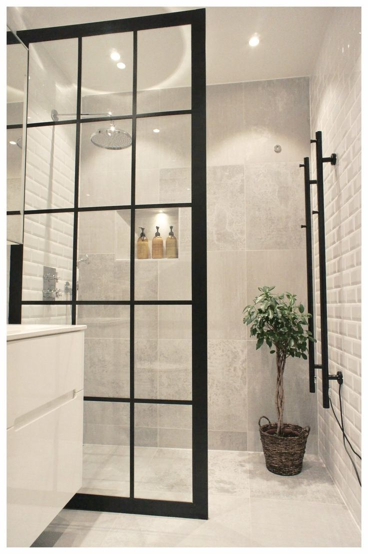 Industrial Shower Wall Nicely Matched With White Walls And Black Details Badezimmer Badrumsideer Toalett Inredning Inspiration Badrum Inspiration Dusch