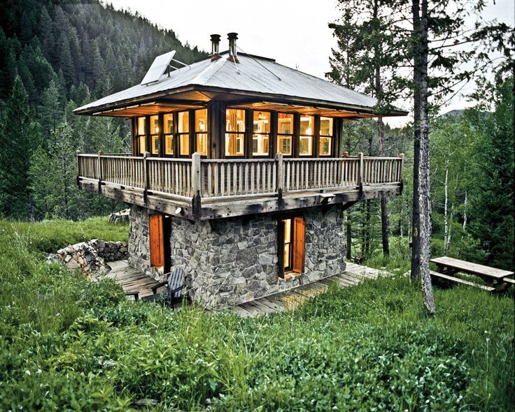 Survival Cabin Plans The Fire Tower Cabin In Montana This Tiny Home Was Built To Resemble Modern Tiny House Unique Houses Tiny House Movement