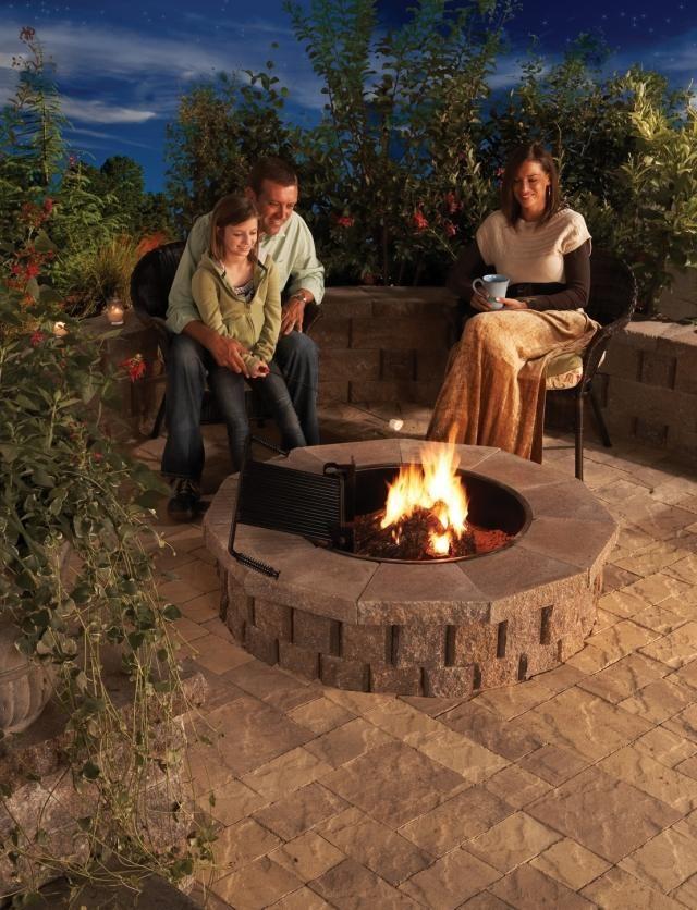 feuerstelle selber bauen naturstein rund terrasse
