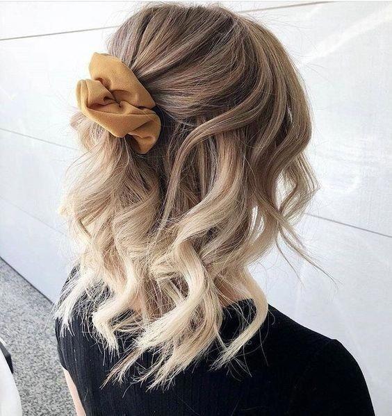 Pinspiration: So machen Sie Ihr halblanges Coupé frisch & fruchtig - Jani #Shorthairprom - Frisuren Ideen Frauen