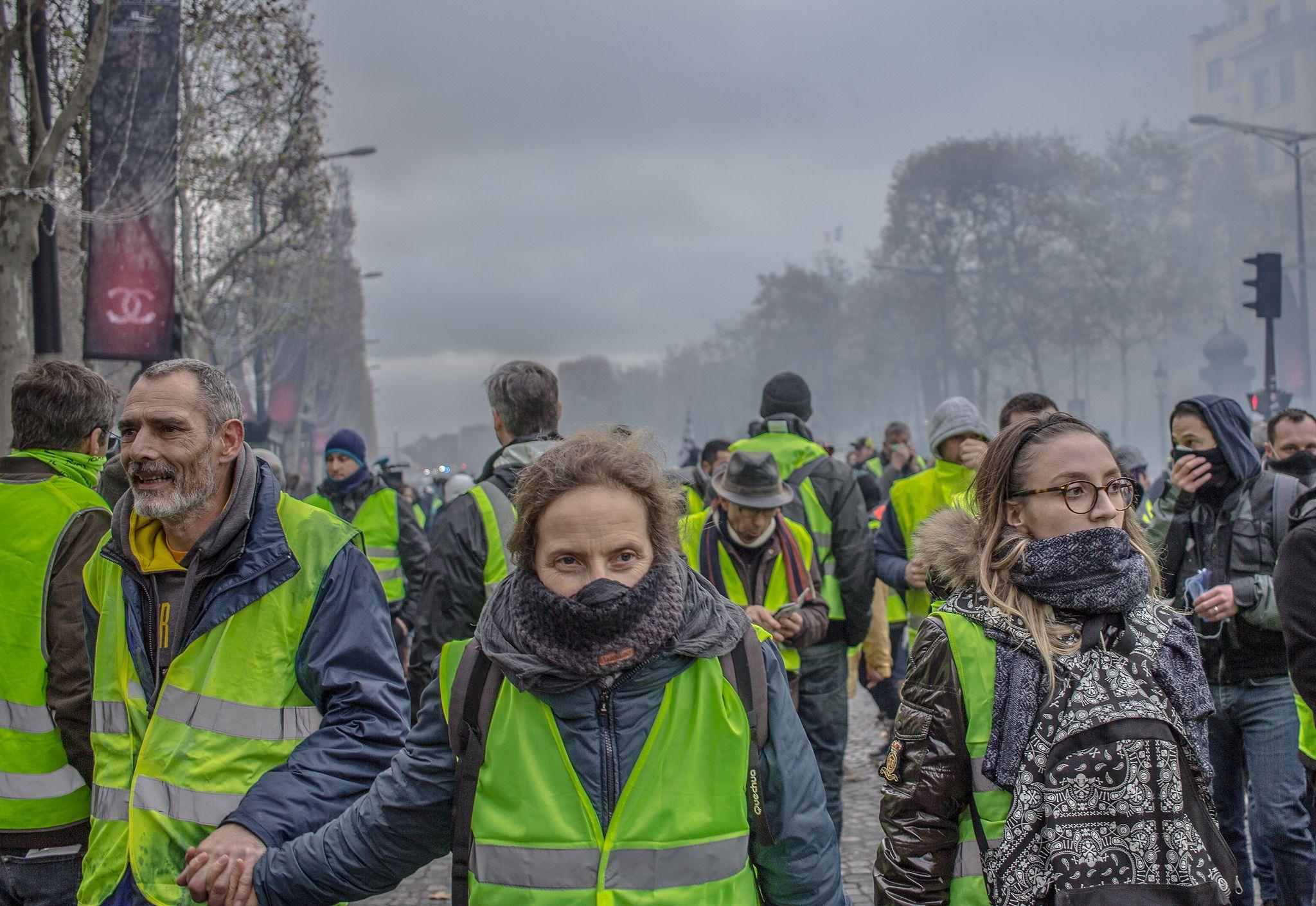 Self Organized Yellow Vest Movement Threatens Macron Regime In France Yellow Self Organization France