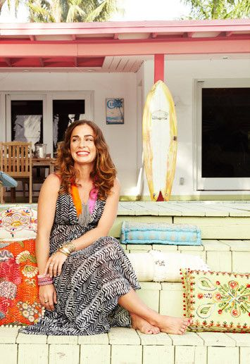 LOVE this article on Savannah Jane Buffett's Miami bungalow and what her entertaining style is like. i wish i could have her life...