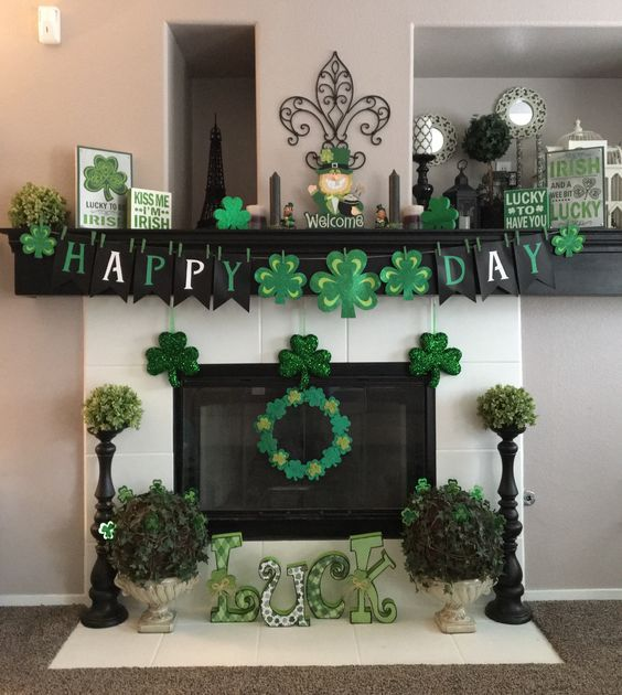 Clover Mantle Diy St Patricks Day Decorations Decor Ideas Diy St Patricks Day St Patrick S Day Decorations St Patricks Decorations St Patrick S Day Crafts