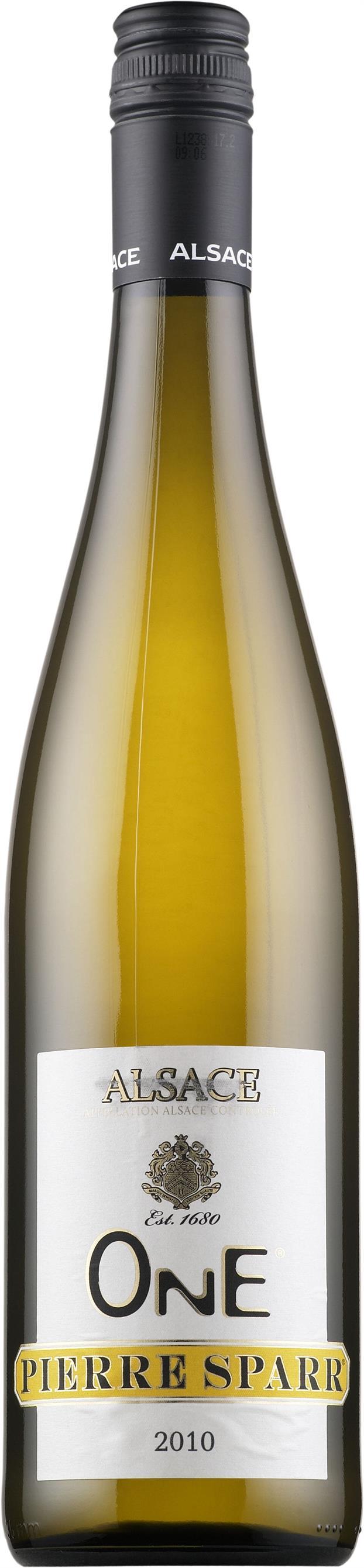 Pierre Sparr One 2013. France: Riesling, Muscat, Pinot Gris. 12,30 €.  Vivahteikas ja ryhdikäs: Kuiva, hapokas, sitruksinen, hennon aprikoosinen, kevyen mausteinen