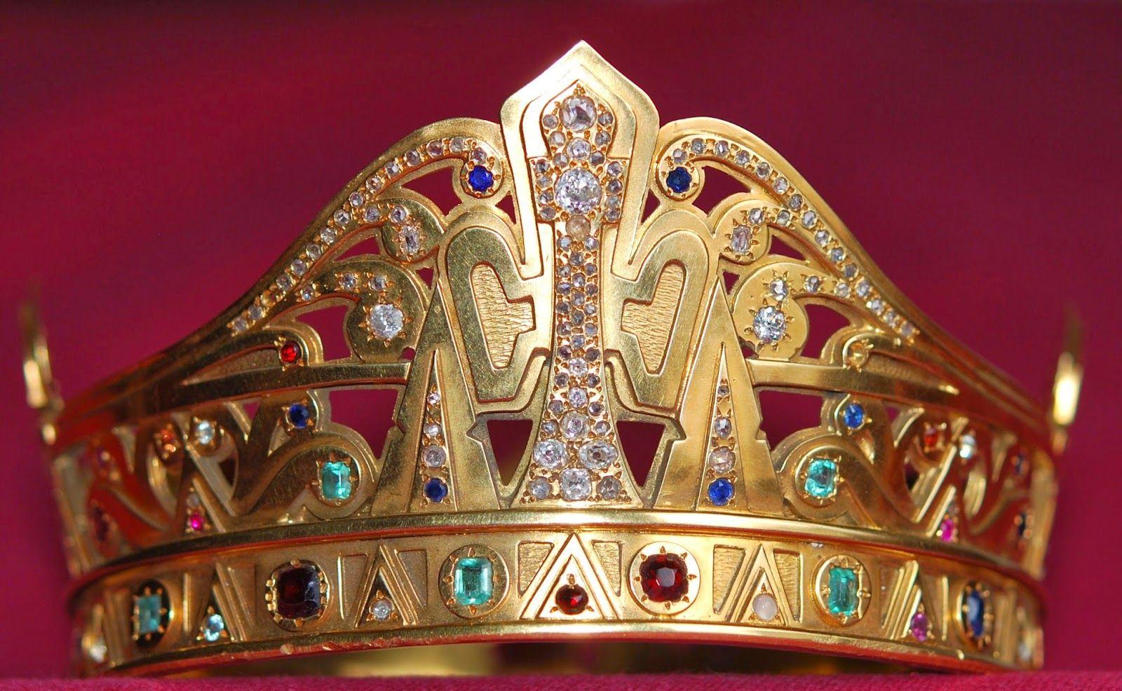 Couronne de Notre-Dame de Sabart: améthystes diamants, grenats, citrines. Ariège. Midi-Pyrénées