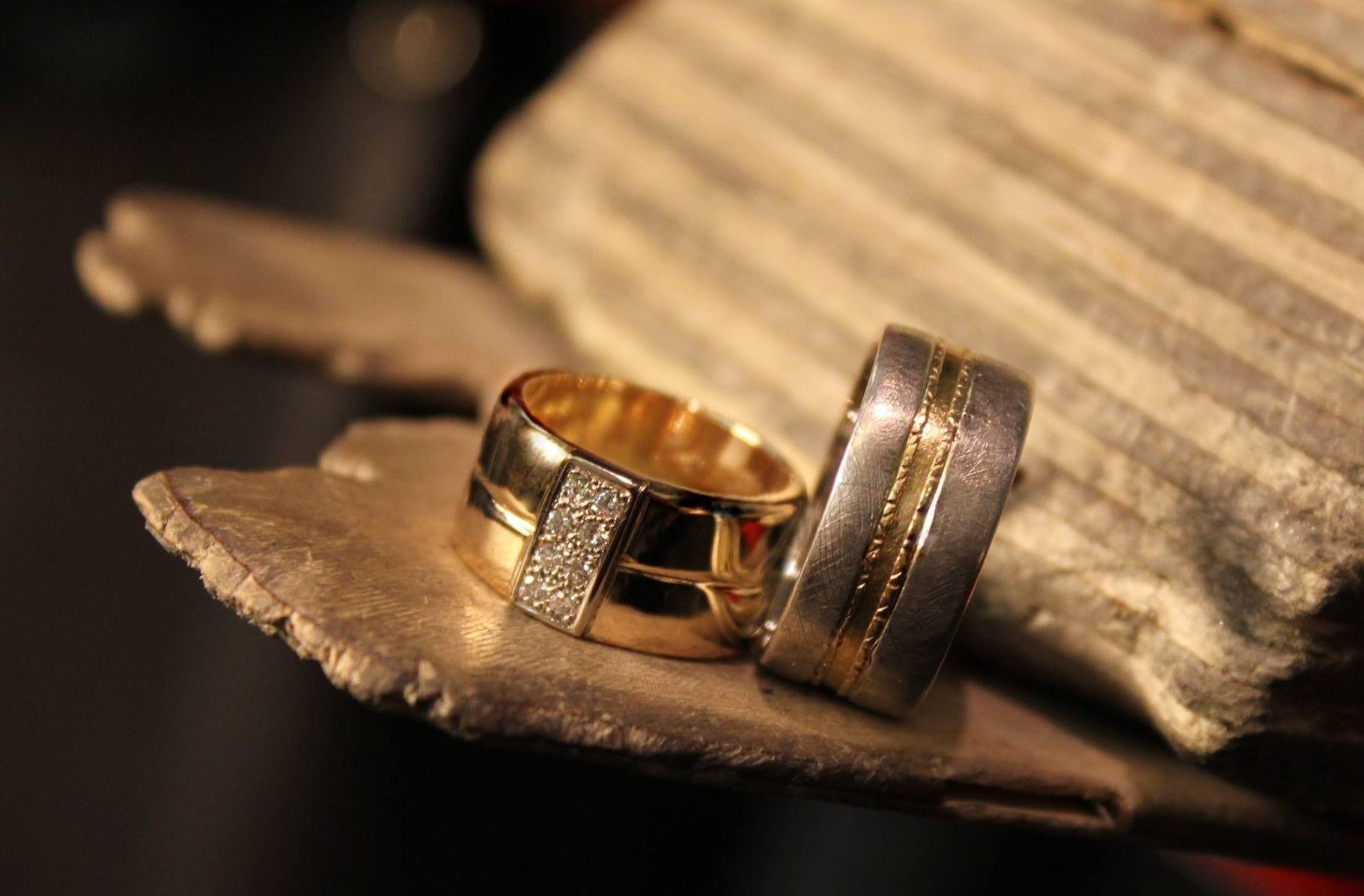 Keltakulta timanttisormus / patinoitu hopea, keltakulta sormus