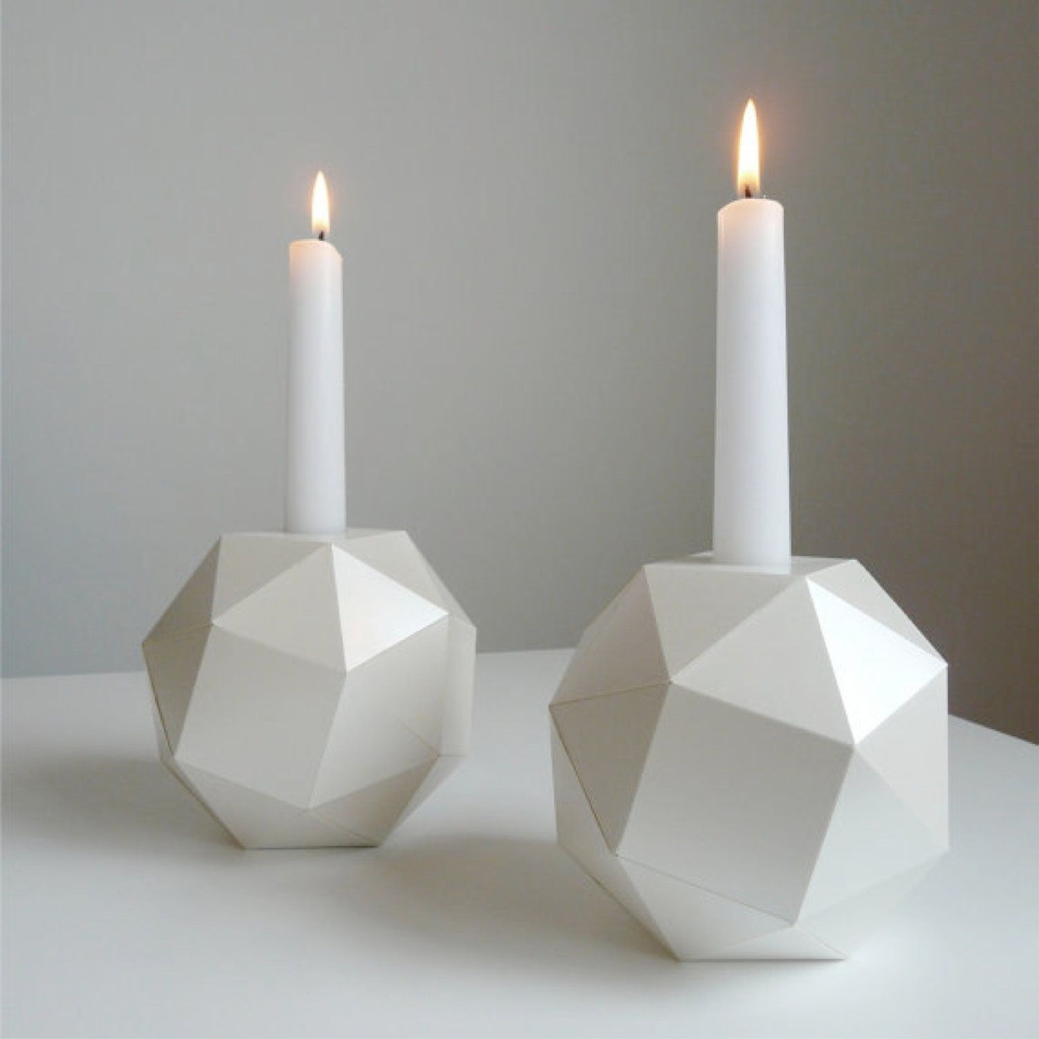 Moderne Kerzen polyhedron candlesticks of pearl origami set by urbananalog