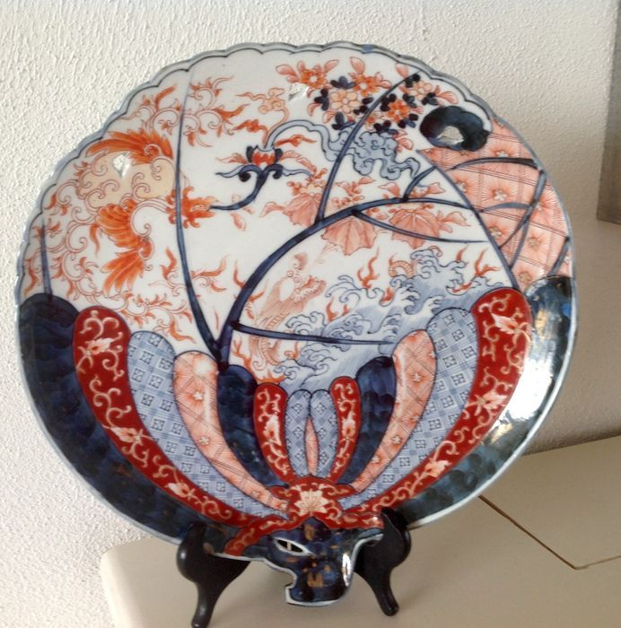 Online veilinghuis Catawiki: Grote Imari schotel in de vorm van een waaier - Japan - ca. 1900