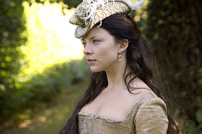 Anne Boleyn (Natalie Dormer) on The Tudors. The real Anne Boleyn was pretty awesome but I don't know much about this Natalie Dormer (aside from the fact she will be the irritating Tyrell girl in GoT), but this is a God damned awesome hat.