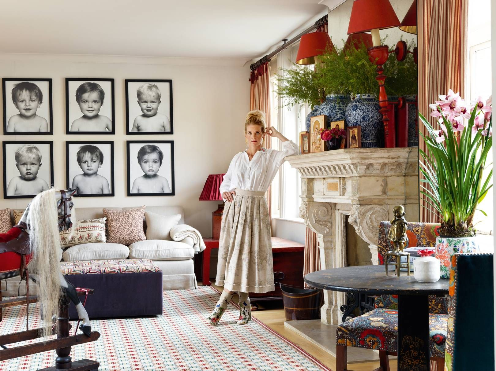 Alexandra Tolstoy S Exuberant Chelsea House Designed By Sibyl Colefax John Fowler In 2020 Chelsea House London House Home