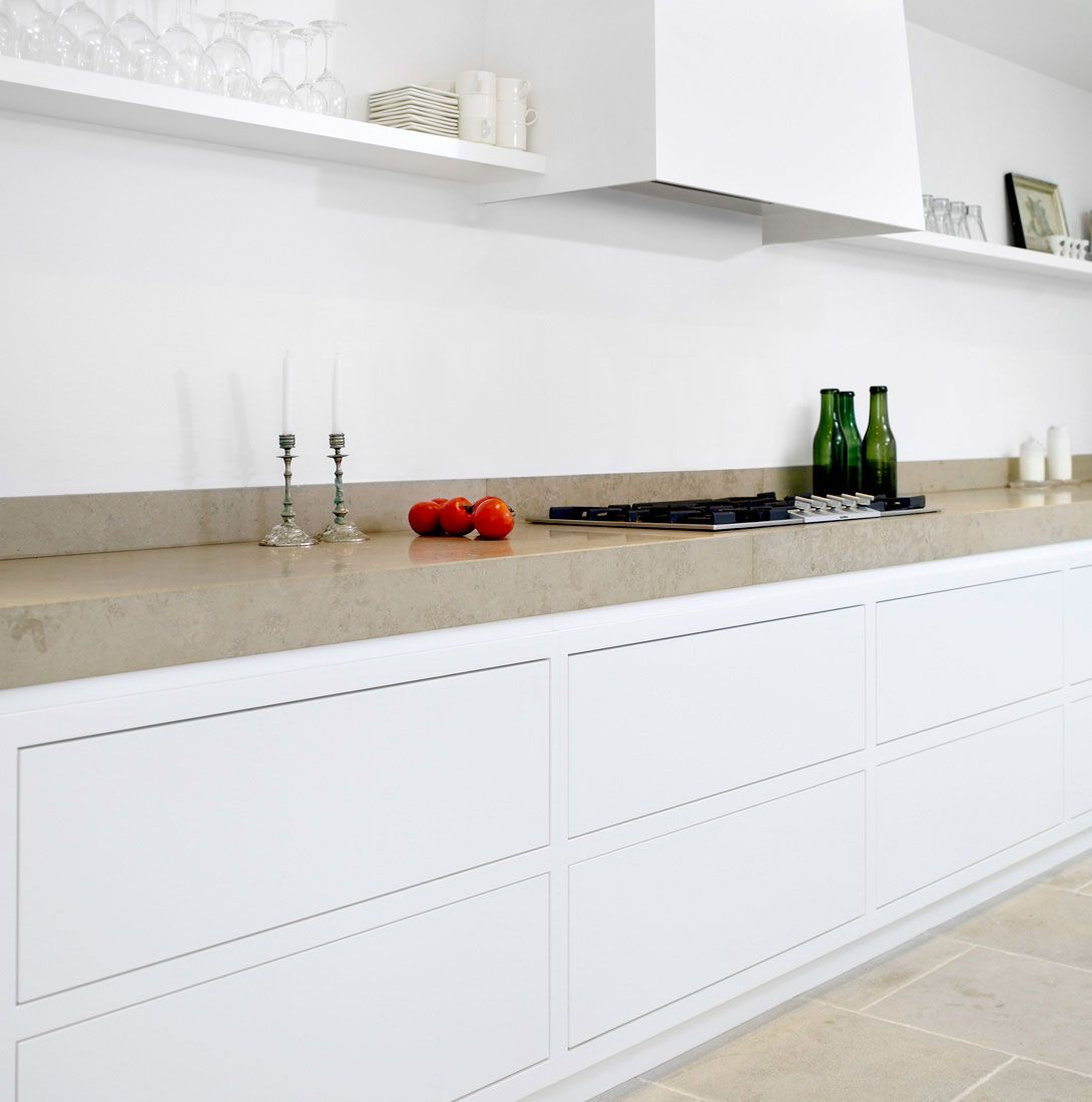 Simonsen Czechura Really Clean Lines Of Unit Frames Handle Free Kitchen Nice Long Run With Kitchen Without Wall Units Kitchen Wall Units Kitchen Interior