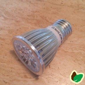Vækstlys pære 10W med 5 LED.LED i blå og rød forbedrer væksten hos planter.10w Vækstlys pære med 5x2W - E 27 fatning.Vækstlys pære med lang levetid.