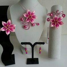 Parure enfant  collier bracelet barrette et boucles fleur de satin rose et rose fushia