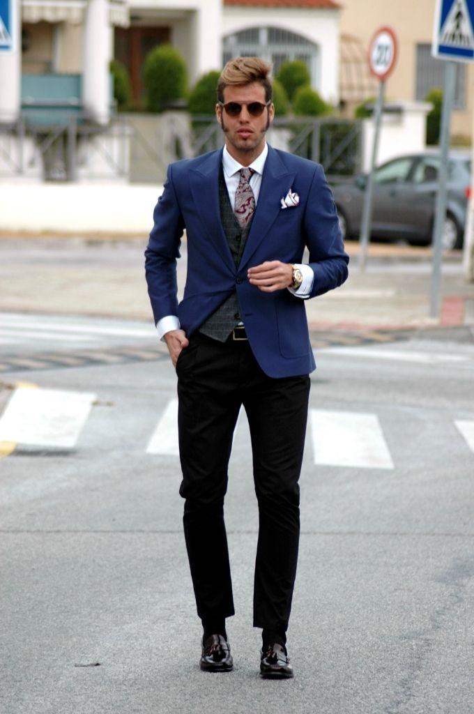 Chaqueta Azul con pantalón negro.  b6b9cd3a33e