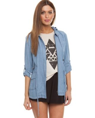 Go online shopping for the latest clothing at this fashion store specialist and get 15% discount.