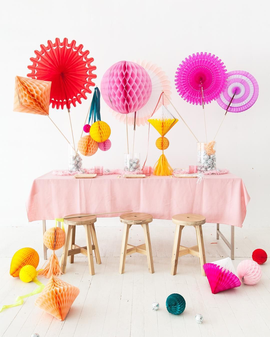Add a pop of color to any party! These honeycombs come in all colors, shapes and sizes. Find your favorite at shop.ohhappyday.com 🍭