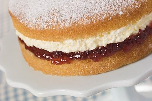Nigellas Easy Victoria Sponge Recipe Berries Recipes Sponge Cake Recipes British Bake Off Recipes