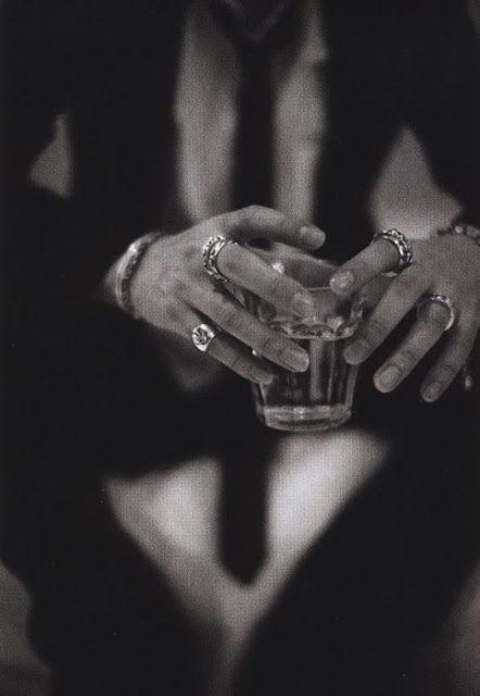 we love... Bijoux: Stylish Men who Rock Jewelry - Johnny Depp - Kanye West - Karl Lagerfeld - Men's Style