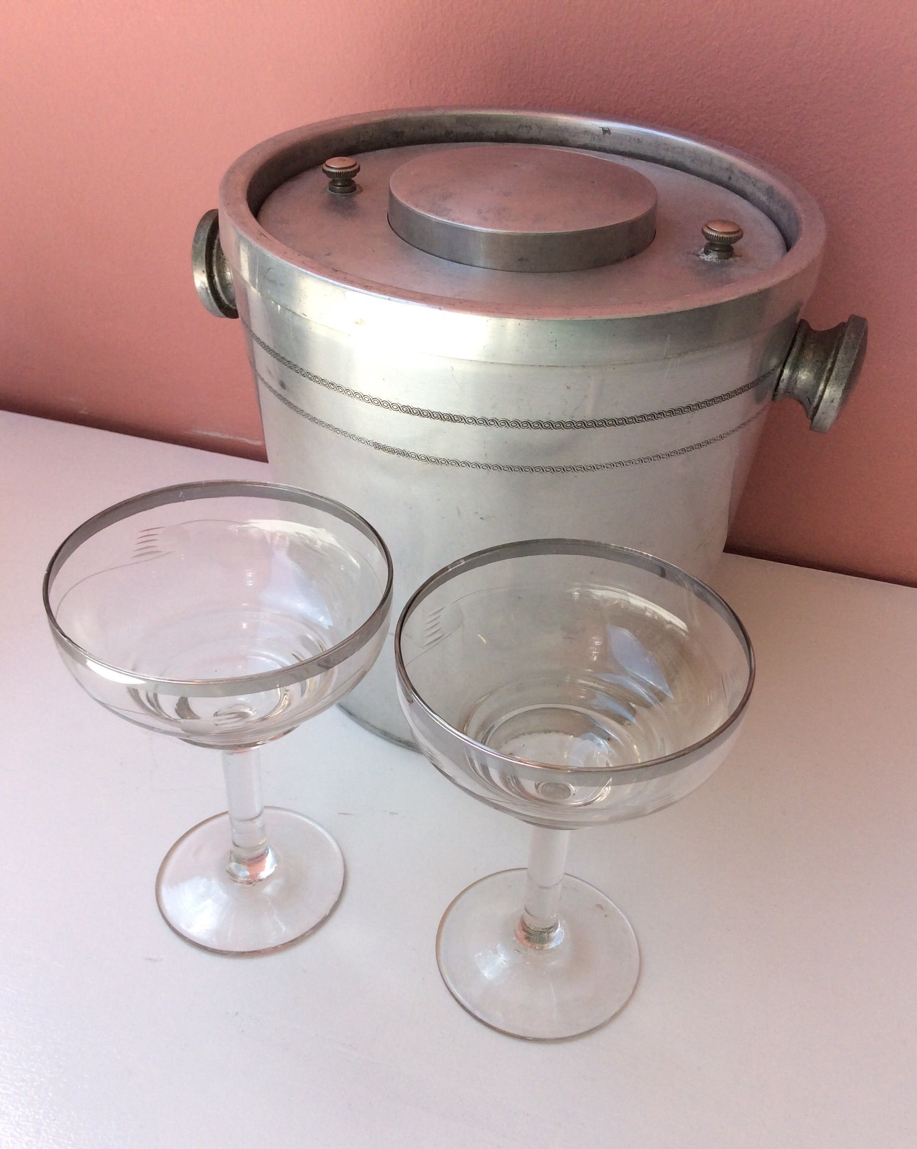 alumiininen samppanjajäähdytin-cocktailsekoitin -yhdistelmä . #kooPernu