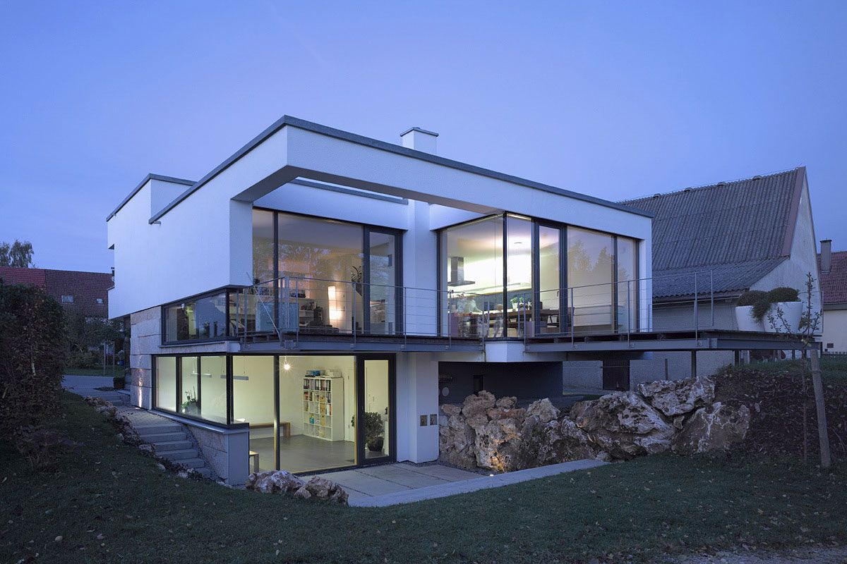 Glass walls balcony evening lighting contemporary split for Large modern house plans