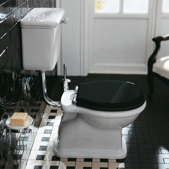 Old English Sanitair.Old England Cambridge Low Level Toilet Front Lever Cistern Floor Or